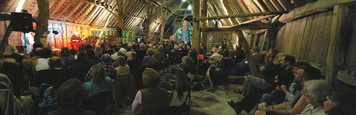 KIF 3058 Tommy-Peoples_giants_audience Littlebourne-barn